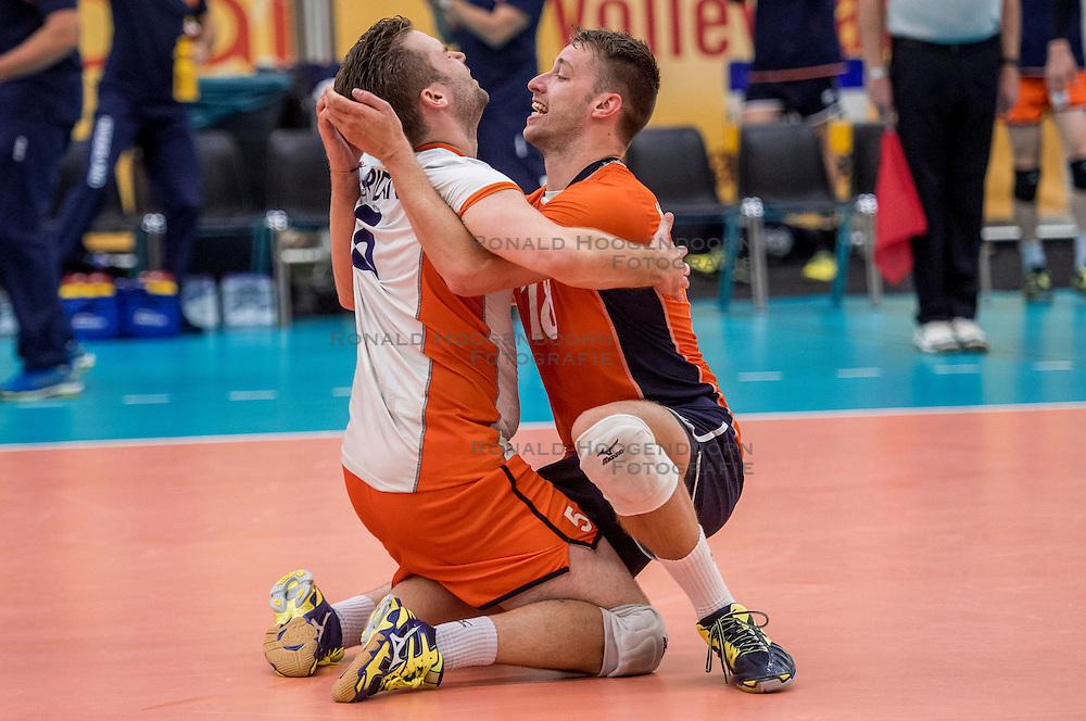 25-09-2016 NED: EK Kwalificatie Nederland - Turkije, Koog aan de Zaan<br /> Nederland plaatst zich voor het EK in Polen door Turkije met 3-1 te verslaan / Dirk Sparidans #5, Robbert Andringa #18