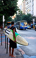 surfeur in the city street of ipanema in rio de janeiro brazil