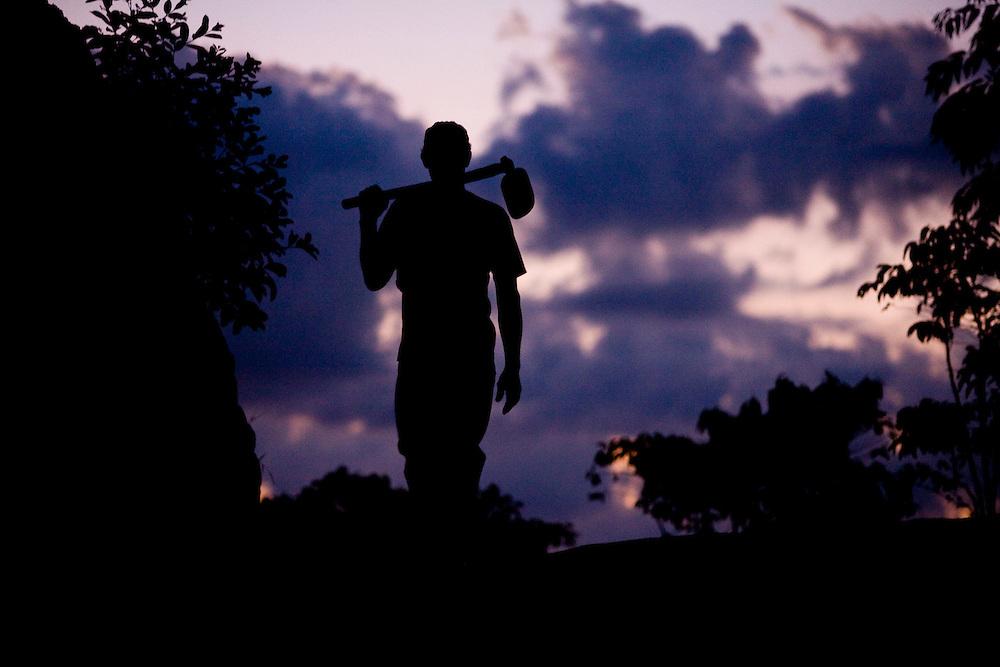 Domingos Martins, 06 de Marco de 2009...Morador da regiao em um trecho da Rota imperial da Estrada Real, antiga estrada de Dom Pedro de Alcantra..Projeto Rota Imperial - Instituto Estrada Real..Foto: Leo Drumond / Nitro