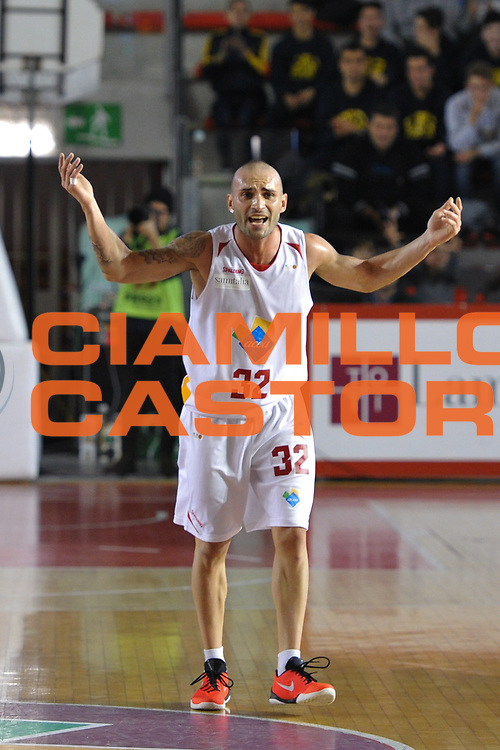 DESCRIZIONE : Roma LNP A2 2015-16 Acea Virtus Roma Mens Sana Basket 1871 Siena<br /> GIOCATORE : Simone Bonfiglio<br /> CATEGORIA : esultanza<br /> SQUADRA : Acea Virtus Roma<br /> EVENTO : Campionato LNP A2 2015-2016<br /> GARA : Acea Virtus Roma Mens Sana Basket 1871 Siena<br /> DATA : 06/12/2015<br /> SPORT : Pallacanestro <br /> AUTORE : Agenzia Ciamillo-Castoria/G.Masi<br /> Galleria : LNP A2 2015-2016<br /> Fotonotizia : Roma LNP A2 2015-16 Acea Virtus Roma Mens Sana Basket 1871 Siena