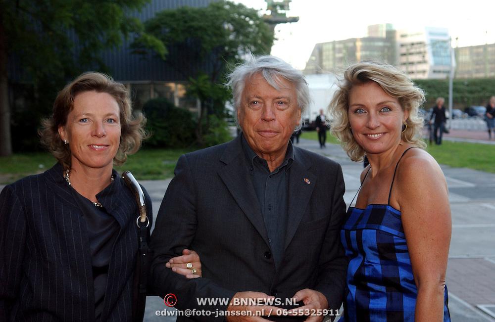 NLD/Amsterdam/20050912 - Modeshow Frans Molenaar 2005, Cees Dam met partner Josephine en dochter
