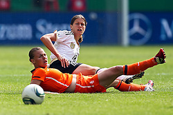 07-06-2011 VOETBAL: DUITSLAND - NEDERLAND: AACHEN<br /> Merstin Garefrekes (Deutschland, Frankfurt) gegen Sherdia Spitse (Niederlande, Heerenveen  // during the WM 2012 Friendly Game Germany vs Netherland at Tivoli Aachen <br /> *** NETHERLANDS ONLY ***<br /> ©2011-FotoHoogendoorn.nl/ nph / Mueller