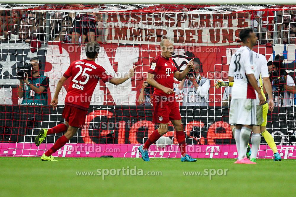 29.08.2015, Allianz Arena, Muenchen, GER, 1. FBL, FC Bayern Muenchen vs Bayer 04 Leverkusen, 3. Runde, im Bild l-r: Torjubel von Thomas Mueller #25 (FC Bayern Muenchen) und Arjen Robben #10 (FC Bayern Muenchen) zum 3:0 // during the German Bundesliga 3rd round match between FC Bayern Munich and Bayer 04 Leverkusen at the Allianz Arena in Muenchen, Germany on 2015/08/29. EXPA Pictures &copy; 2015, PhotoCredit: EXPA/ Eibner-Pressefoto/ Kolbert<br /> <br /> *****ATTENTION - OUT of GER*****