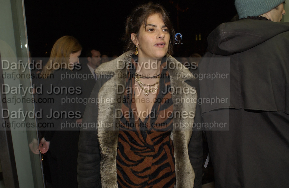 Tracey Emin. Sam Taylor Wood opening. White Cube. London. 22 Nov 2001. © Copyright Photograph by Dafydd Jones 66 Stockwell Park Rd. London SW9 0DA Tel 020 7733 0108 www.dafjones.com