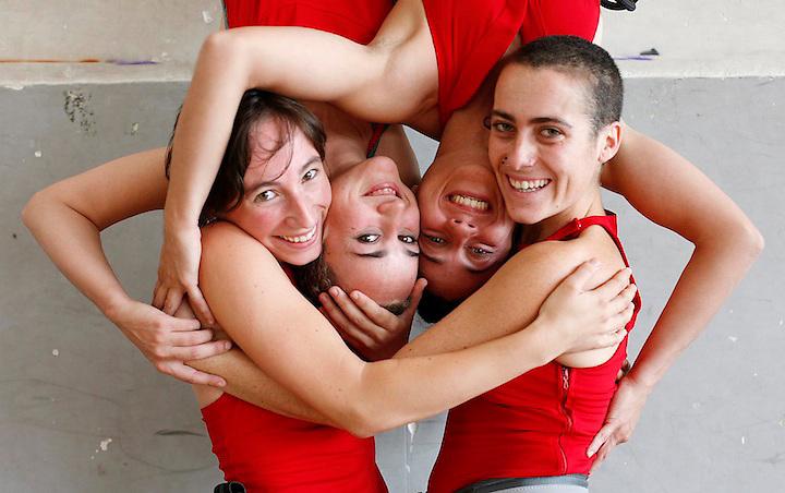 TEMA: DEAMBULANTS, DANZA AEREA. .LUGAR: GIRONA..FECHA: 12/07/07..FOTO: EDDY KELELE.