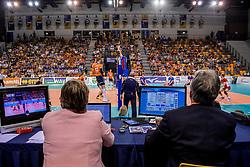 28-05-2017 NED: 2018 FIVB Volleyball World Championship qualification day 5, Apeldoorn<br /> Nederland - Slowakije / Omnisport hal, court, jury, Nevobo, Fivb