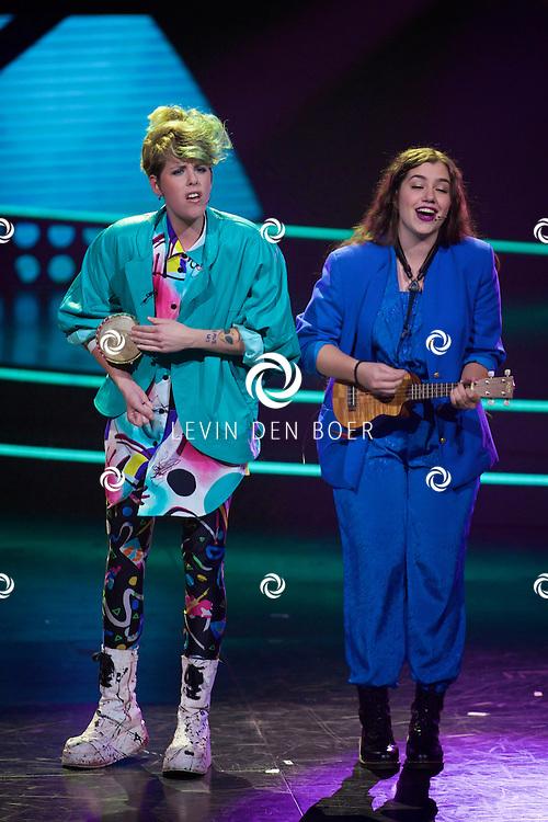 HILVERSUM - In Studio 24 zijn de finales van Holland's Got Talent 2014. Met hier op de foto  het duo 'Kots'. Met Marleen van Zon en Stephanie Maria Catherina Smit. FOTO LEVIN DEN BOER - PERSFOTO.NU