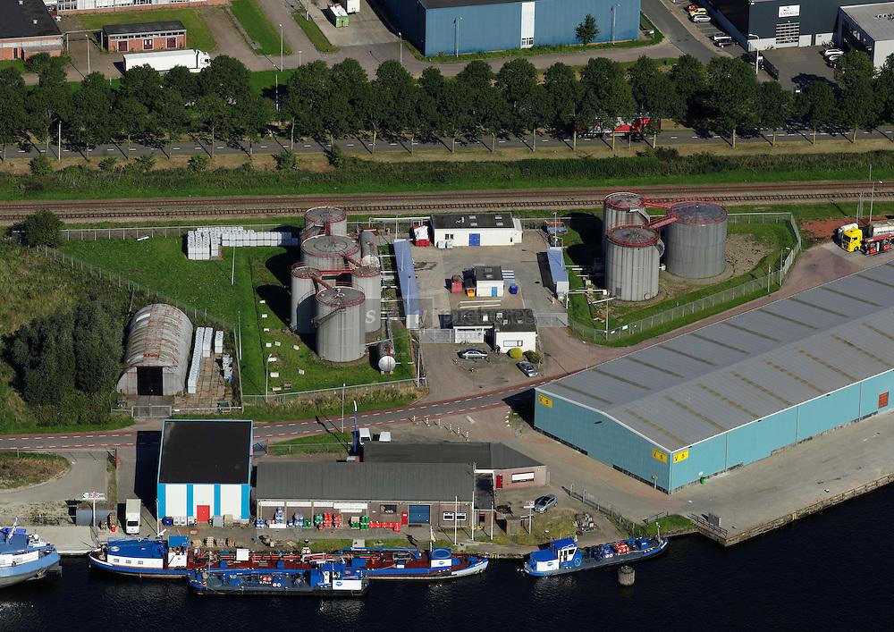 Kelvinterminals aan het kanaal van Gent naar Terneuzen.