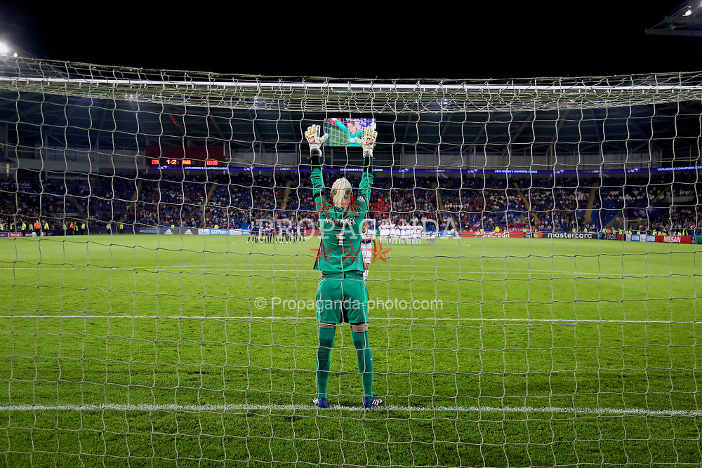 CARDIFF, WALES - Thursday, June 1, 2017: Paris Saint-Germain's goalkeeper Katarzyna Kiedrzynek prepares as she saves a penalty kick from Olympique Lyonnais' Eugénie Le Sommer during the penalty-shoot out during the UEFA Women's Champions League Final between Olympique Lyonnais and Paris Saint-Germain FC at the Cardiff City Stadium. (Pic by David Rawcliffe/Propaganda)