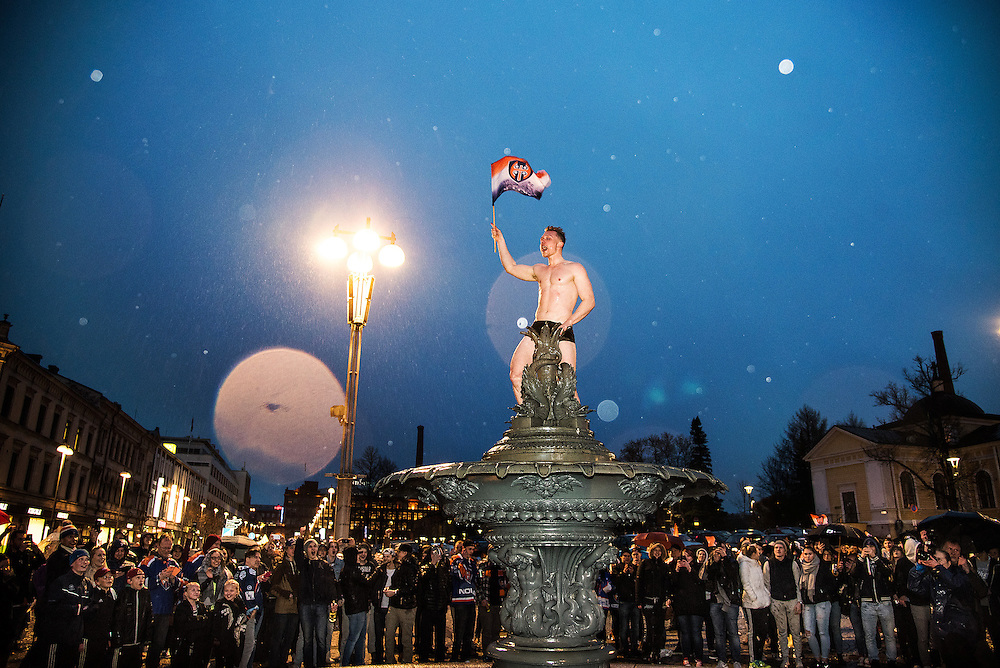 Tappara won the national ice hockey league. People of Tampere celebrated in the market square / Lehtikuva 2016