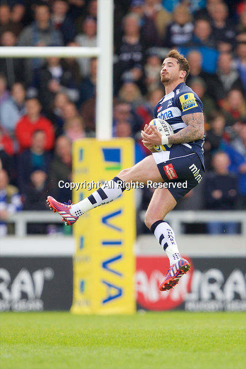 25.04.2015.  Sale, England.  Aviva Premiership Rugby. Sale Sharks versus Harlequins. Sale Sharks fly-half Danny Cipriani catches the kicked forward ball.