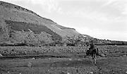 Pojke hämtar vatten, Atlasbergen i Marocko.