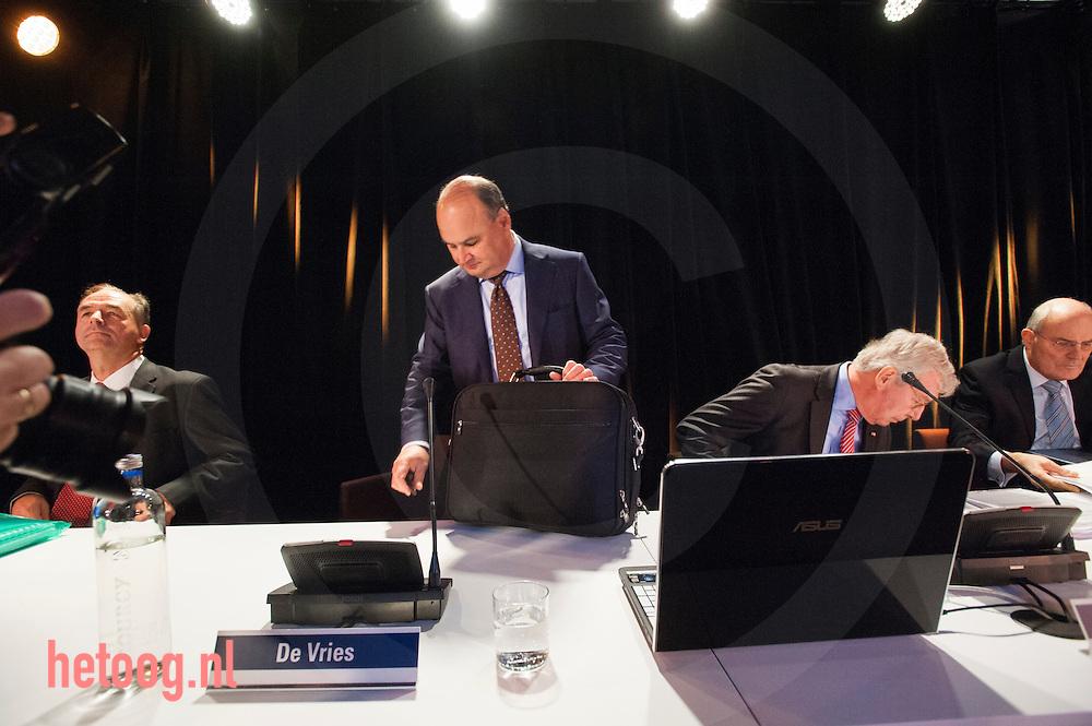 netherlands, Almelo Polmanstadion 07dec2015  Loek de Vries Bijzondere aandeelhouders vergadering van  Ten Cate almelo over de omstreden overname door Gilde en partners.