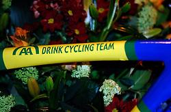 08-03-2006 WIELRENNEN: TEAMPRESENTATIE AA CYCLINGTEAM: ALPHEN AAN DE RIJN<br /> Fiets - sponsoring<br /> Copyrights: WWW.FOTOHOOGENDOORN.NL