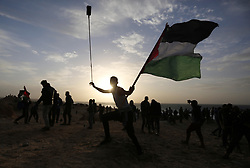 December 17, 2018 - Beit Lahia, Gaza Strip, Palestinian Territory - Palestinian protesters gather during clashes with Israeli forces in a demonstration against the Israeli blockade on Gaza Strip, along the Gaza sea barrier on the maritime border with Israel near Kibbutz Zikim, north of Beit Lahia in the northern Gaza Strip.  (Credit Image: © Ashraf Amra/APA Images via ZUMA Wire)