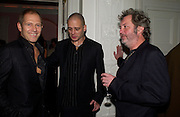 Paul Simonon, Dinos Chapman and Tim Sheward, Post Frieze party hosted by the White Cube Gallery, Sketch. 14 October 2004. ONE TIME USE ONLY - DO NOT ARCHIVE  © Copyright Photograph by Dafydd Jones 66 Stockwell Park Rd. London SW9 0DA Tel 020 7733 0108 www.dafjones.com