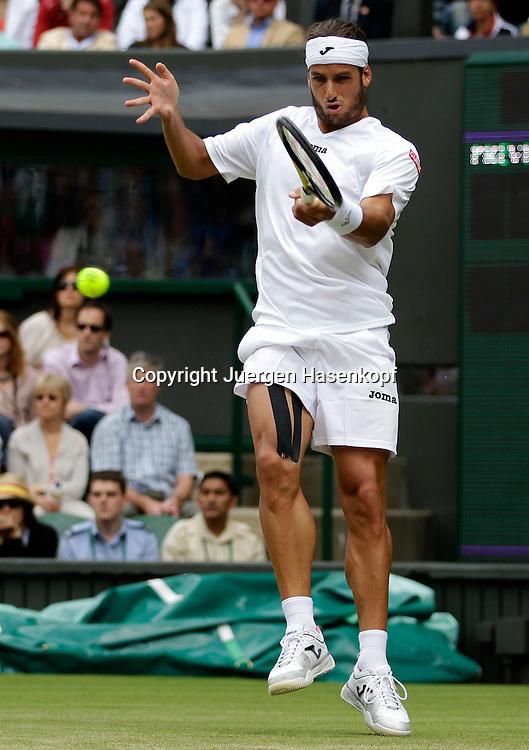 Wimbledon Championships 2011, AELTC,London,.ITF Grand Slam Tennis Tournament, Feliciano Lopez (ESP),Einzelbild,Aktion,Ganzkoerper,Hochformat,
