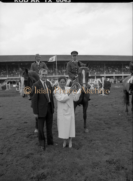 Shell Sponsored Events At The Dublin Horse Show.(R39).1986..07.08.1986..08.07.1986..7th August 1986..At the Horse Show Shell sponsored both the Speed and Power competition and The Puissance..The Speed and Power event was won by Hap Hanson riding 'Gambrinus'. The Puissance was shared by Capt John Ledingham (Irl) on 'Kilcoltrim' and Nick Skelton (GB) on 'Raffles Apollo' who both cleared the high wall at 7feet...Pictured are Mrs Pamela Witherington and Mr John Witherington, Managing Director, Irish Shell Limited about to hand the trophy to joint winners Capt John Ledingham (IRL) and Nick Skelton (GB)