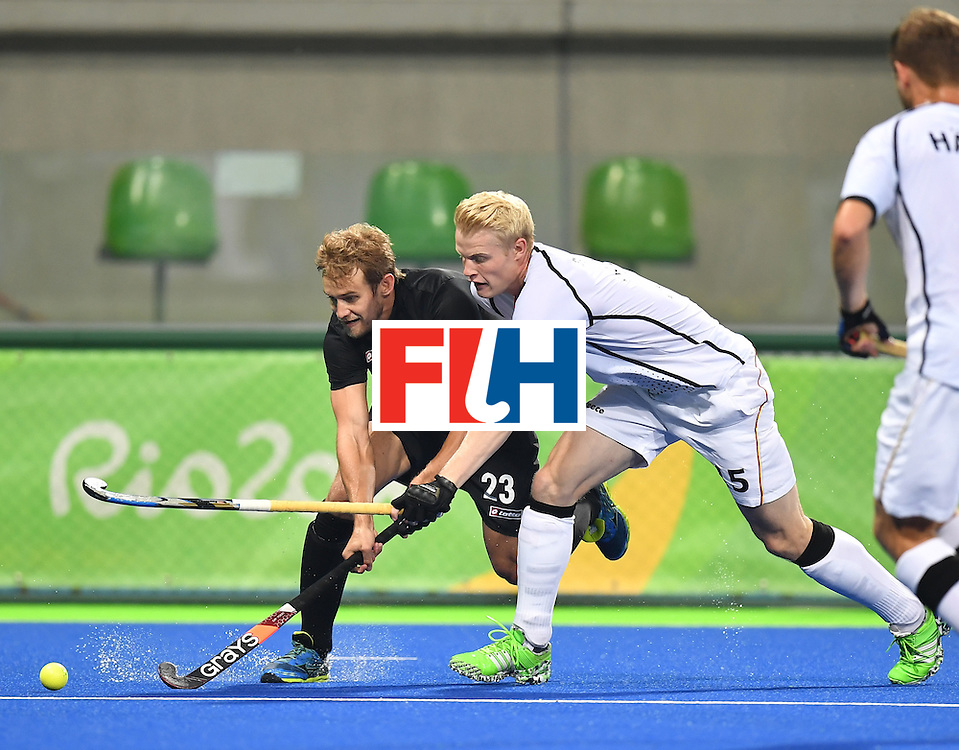Germany's Tom Grambusch (R) vies with New Zealand's Shay Neal during the men's quarterfinal field hockey Germany vs New Zealand match of the Rio 2016 Olympics Games at the Olympic Hockey Centre in Rio de Janeiro on August 14, 2016. / AFP / MANAN VATSYAYANA        (Photo credit should read MANAN VATSYAYANA/AFP/Getty Images)