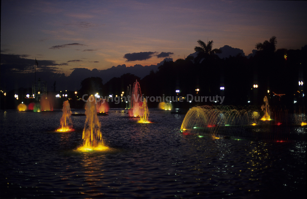CHRISTMAS LIGHTS IN RIZAL PARK, MANILA, LUZON ISLAND, THE PHILIPPINES