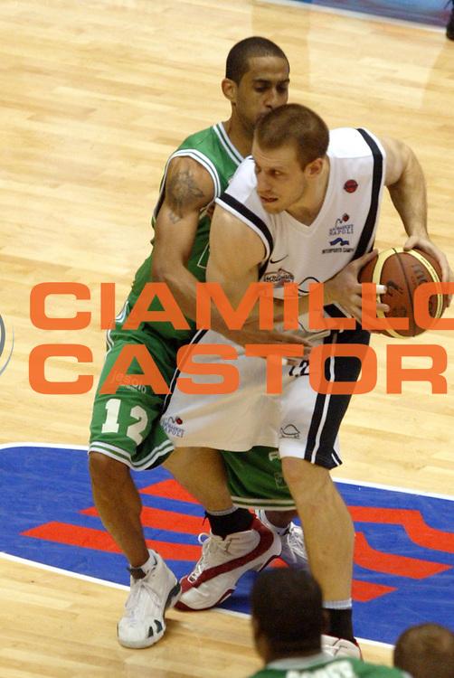 DESCRIZIONE: Forli Lega A1 2005-06 Coppa Italia Tim Cup Carpisa Napoli Benetton Treviso<br />GIOCATORE: Rocca<br />SQUADRA: Carpisa Napoli<br />EVENTO: Campionato Lega A1 2005-2006 Coppa Italia Final Eight Tim Cup SemiFinale<br />DATA: 18/02/2006<br />CATEGORIA: Palleggio<br />SPORT: Pallacanestro<br />AUTORE: Agenzia Ciamillo-Castoria/G.Ciamillo