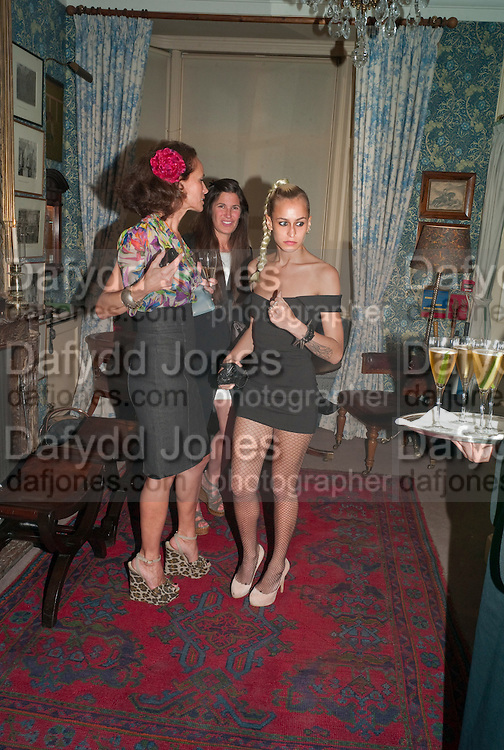 ANDREA DELLAL; ELIZABETH SALTZMAN; ALICE DELLAL, Dinner hosted by Elizabeth Saltzman for Mario Testino and Kate Moss. Mark's Club. London. 5 June 2010. -DO NOT ARCHIVE-© Copyright Photograph by Dafydd Jones. 248 Clapham Rd. London SW9 0PZ. Tel 0207 820 0771. www.dafjones.com.
