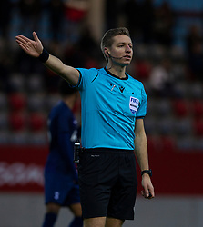 MUNICH, GERMANY - Wednesday, December 11, 2019: Referee Lawrence Visser during the final UEFA Youth League Group B match between FC Bayern München and Tottenham Hotspur at the FC Bayern Campus. (Pic by David Rawcliffe/Propaganda)