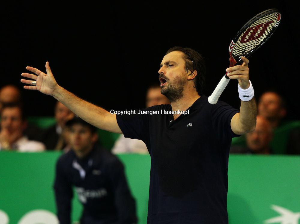 Zurich Open 2011 in der Saalsporthalle,Zuerich,.Schweiz, Herren Tennis,HallenTurnier, ATP Champions Tour,Henri Leconte (FRA) beschwert sich ueber eine Schiedsrichter Entscheidung,Aerger,Gestik,