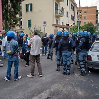Famiglia sfrattata con l'intervento della polizia