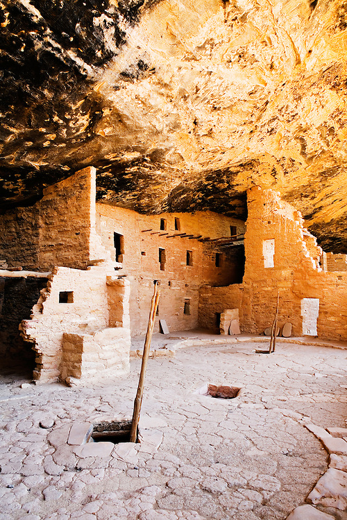 Spruce Tree House, an Ancestral Puebloan cliff dwelling at Mesa Verde National Park.