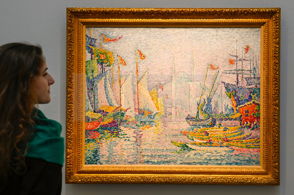 © Licensed to London News Pictures. 29/01/2020. LONDON, UK. A staff member views ''La Corne D'Or. Matin'' by Paul Signac, (Est. £5,000,000 - 7,000,000). Preview of Sotheby's Impressionist & Modern and Surrealist Art sales.  The auction will take place at Sotheby's New Bond Street on 4 and 5 February 2020.  Photo credit: Stephen Chung/LNP