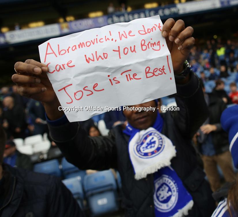 19 December 2015 Premier League Football - Chelsea v Sunderland : a Chelsea fan makes his feelings known about the sacking of Jose Mourinho.<br /> <br /> Photo: Mark Leech