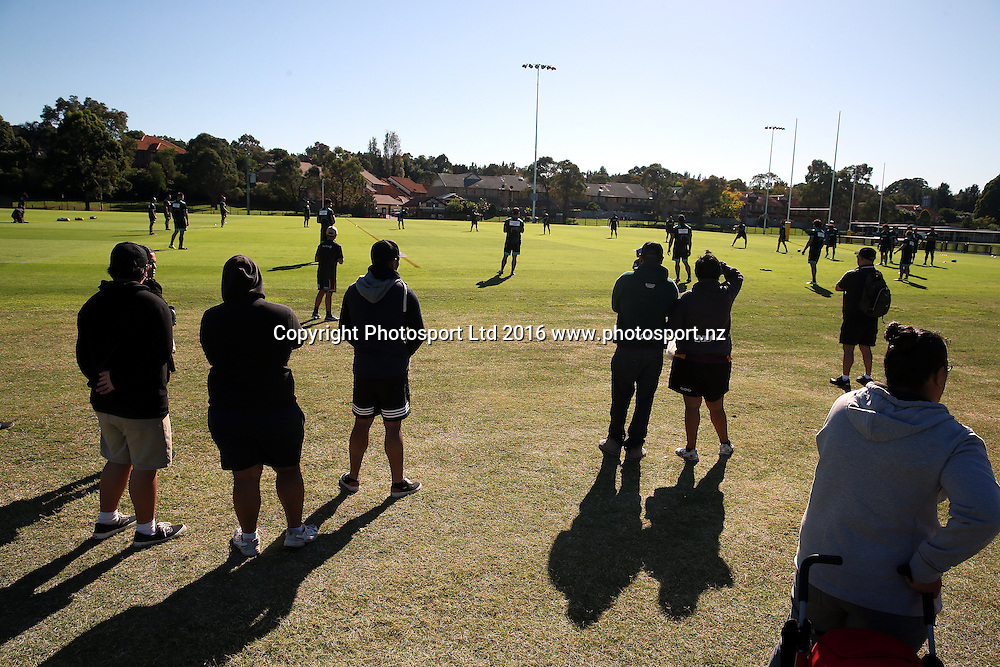 Kiwi Fans watch the team train<br /> NZRL Training for the test match at Old Saleyards Reserve, North Parramatta Australia. Tuesday 3 May 2016. Photo: Paul Seiser/Photosport.nz