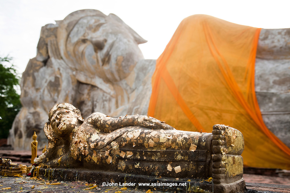 The large reclining Buddha at Wat Lokkayasutha in Ayutthya, named Phra Budhasaiyart, is made of brick and covered with plaster, and is approximately 29 meters long. The ruins of large hexagonal pillars near the image are believed to be the ruins of the Ubosot.