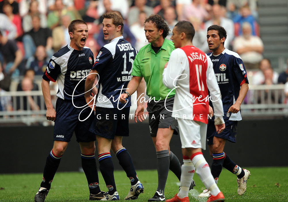 12-04-2009 Voetbal:Ajax:Willem II:Amsterdam<br /> Frustratie bij Bart Biemans die ziet dat ook nog een strafschop wordt toegekend aan Ajax door scheidsrechter wiedemeijer<br /> Foto: Geert van Erven