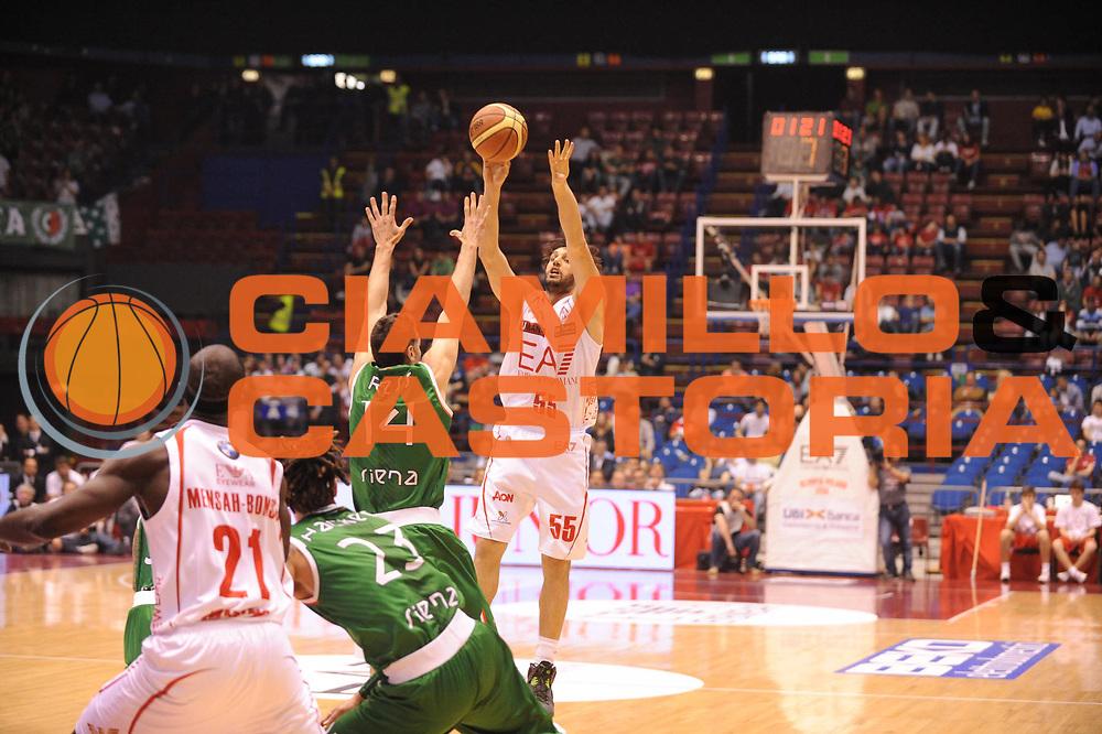DESCRIZIONE : Milano Lega A 2012-13 Play Off Quarti di Finale Gara1 EA7 Olimpia Armani Milano Montepaschi Siena<br /> GIOCATORE : Gianluca Basile<br /> CATEGORIA : tiro<br /> SQUADRA : EA7 Olimpia Armani Milano Montepaschi Siena<br /> EVENTO : Campionato Lega A 2012-2013 Play Off Quarti di Finale Gara1<br /> GARA : EA7 Olimpia Armani Milano Montepaschi Siena<br /> DATA : 10/05/2013<br /> SPORT : Pallacanestro<br /> AUTORE : Agenzia Ciamillo-Castoria/M.Marchi<br /> Galleria : Lega Basket A 2012-2013<br /> Fotonotizia : Milano Lega A 2012-13 EA7 Olimpia Armani Milano Montepaschi Siena<br /> Predefinita :