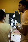 Parauapebas_PA, Brasil...Programa de Conservacao do Gaviao Real  (Harpia harpyja). Na photo pesquisadores do programa...Gaviao Real Conservation Program  (Harpy harpyja). In the photo, the  researchers of the program...Foto: JOAO MARCOS ROSA / NITRO...