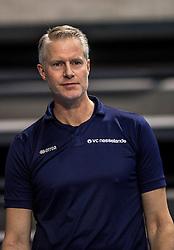 04-02-2017 NED: Draisma Dynamo - VC Nesselande, Apeldoorn<br /> Dynamo wint vrij eenvoudig en verslaat Nesselande met 3-0 / Brecht Rodenburg stond vandaag alleen voor de groep