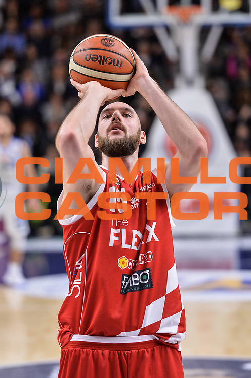 Andrea Crosariol<br /> Banco di Sardegna Dinamo Sassari - The Flexx Pistoia Basket<br /> Legabasket Serie A LBA Poste Mobile 2016/2017<br /> Sassari 04/03/2017