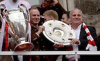 FUSSBALL TRIPELPARTY  SAISON  2012/2013  02.06.2013 Champions Party des FC Bayern Muenchen nach dem Gewinn des DFB Pokal und Triple.  Karl-Heinz Rummenigge und Uli Hoeness (re)