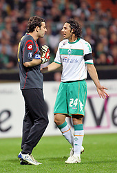 UEFA CUP, Werder Bremen vs Udinese Calcio, Claudio Pizarro (#24 PER Werder Bremen) diskutiert nach dem Abpfiff des Schiesdrichters mit Samir Handanovic (#22 SVN Torwart / Keeper Udinese Calcio) ¸ber sein zu Boden Fallen, EXPA Pictures © 2009 for Austria only, Photographer EXPA NPH/ SPORTIDA PHOTO AGENCY