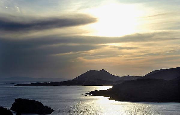 Griekenland, Sounion, 5-7-2008Avond bij kaap Sounion, een van de bekendste zonsondergangen.Foto: Flip Franssen