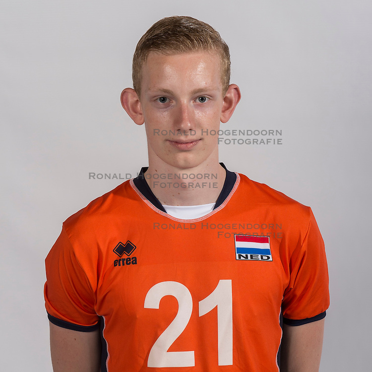 07-06-2016 NED: Jeugd Oranje jongens <1999, Arnhem<br /> Photoshoot met de jongens uit jeugd Oranje die na 1 januari 1999 geboren zijn / Stijn Veldhuis MID