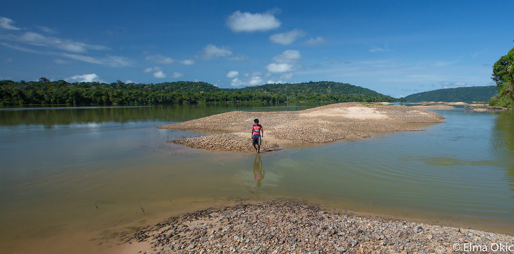 The journey from Sawreé Muybu to Montahna e Mongaabal on the Tapajós River, State of Pará, Brazil.