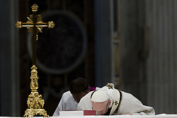 November 18, 2018 - Vatican City, Vatican - Pope Francis celebrates a mass in St. Peter basilica at the Vatican, Sunday, Nov. 18, 2018. (Credit Image: © Massimo Valicchia/NurPhoto via ZUMA Press)