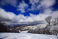 Skiing and snowboarding at Beech Mountain North Carolina