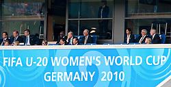 01.08.2010, , Bielefeld, GER, FIFA U-20 Frauen Worldcup, Kolumbien vs Korea, im Bild Sepp Blatter, Franz Beckenbauer, Steffi Jones und Theo Zwanziger schauen das Spiel um Platz drei bei der Fussball U-20 Frauen Weltmeisterschaft in Bielefeld zwischen der Koreanischen Republik und Kolumbien, EXPA Pictures © 2010, PhotoCredit: EXPA/ nph/  Roth+++++ ATTENTION - OUT OF GER +++++ / SPORTIDA PHOTO AGENCY