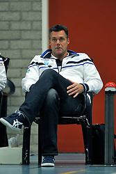 10-12-2011 VOLLEYBAL: ZAANSTAD - ABIANT LYCURGUS: ZAANSTAD<br /> Lycurgus wint vrij moeizaam met 3-2 in Zaanstad / Coach Ronald Zoodsma <br /> &copy;2011-FotoHoogendoorn.nl