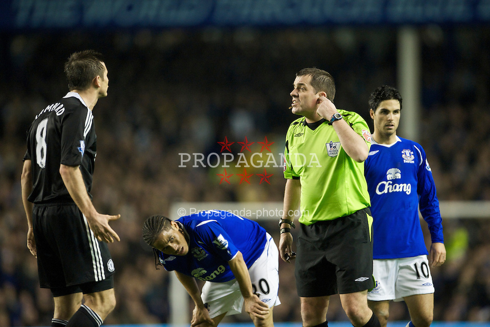 LIVERPOOL, ENGLAND - Monday, December 22, 2008: Chelsea's Frank Lampard argues with referee Phil Dowd and receives a yellow card for dissent during the Premiership match against Everton at Goodison Park. (Photo by David Rawcliffe/Propaganda)