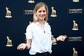 Hannah Hoekstra zet handafdruk voor Gouden Tegel